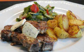 Aardappelgratin met lamskotelet en rode wijnsaus